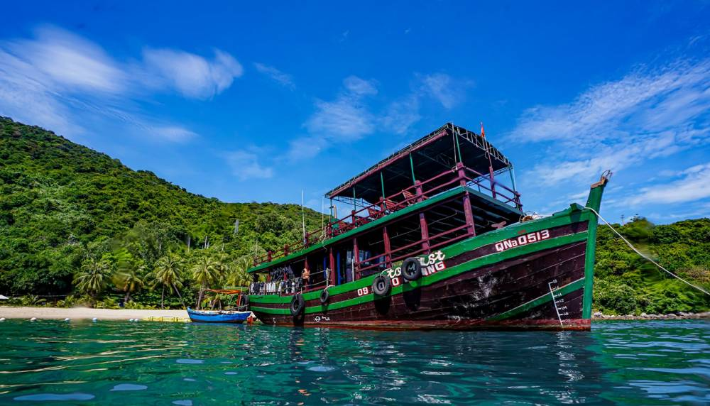 Looking for an exciting day with snorkeling and scuba diving in vietnam? Join us at Cham Island Diving Center for an unforgetable day.